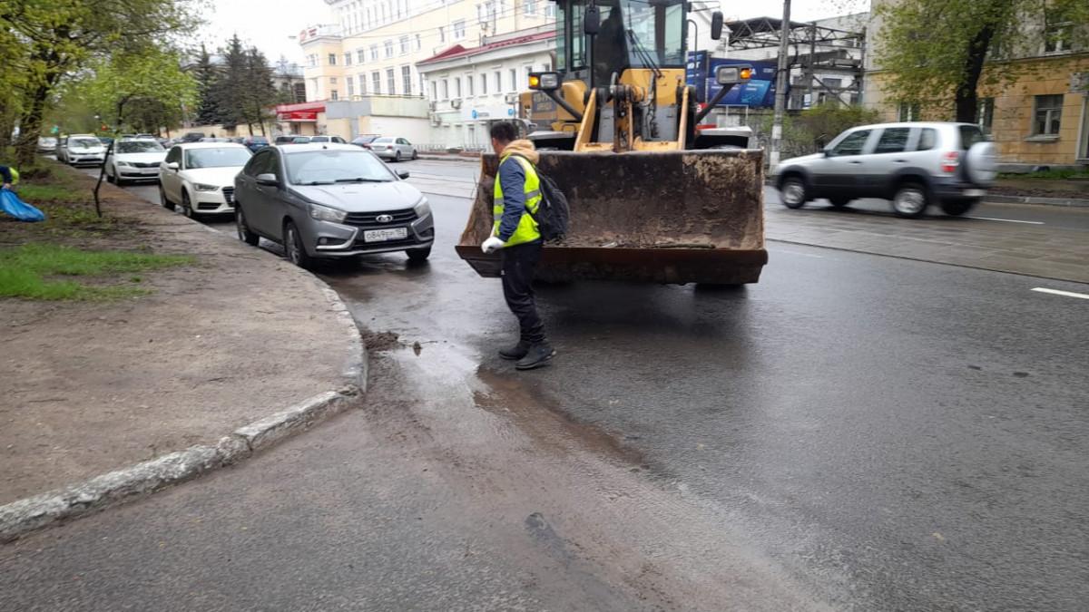 Дорожники приступили куборке 12 улиц вСоветском районе