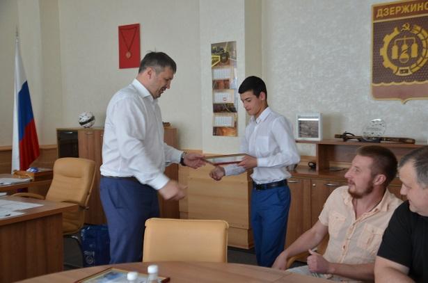 Победителя первенства России побоксу Дмитрия Наимова наградили вДзержинске