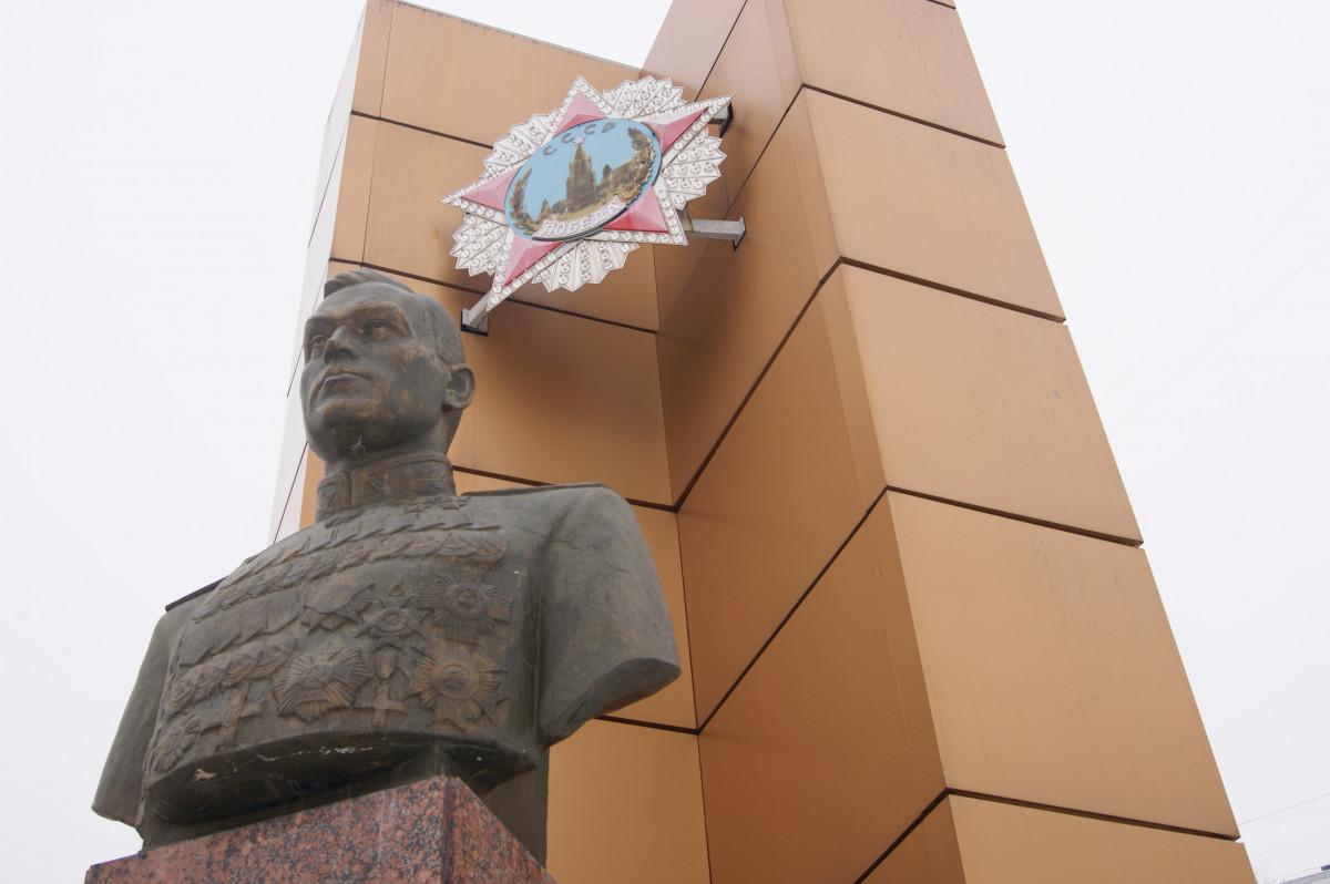 Жители Кузнечихи хотят отремонтировать памятник Рокоссовскому