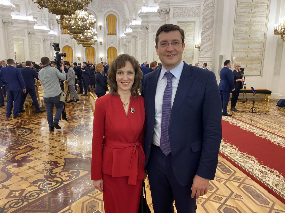 Глеб Никитин поздравил Марину Ширманову после получения премии президента России