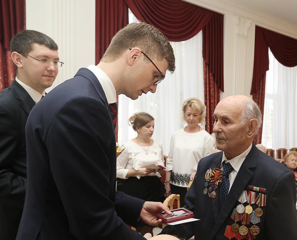 Нижегородским ветеранам вручили медали вчесть 75-летия Победы