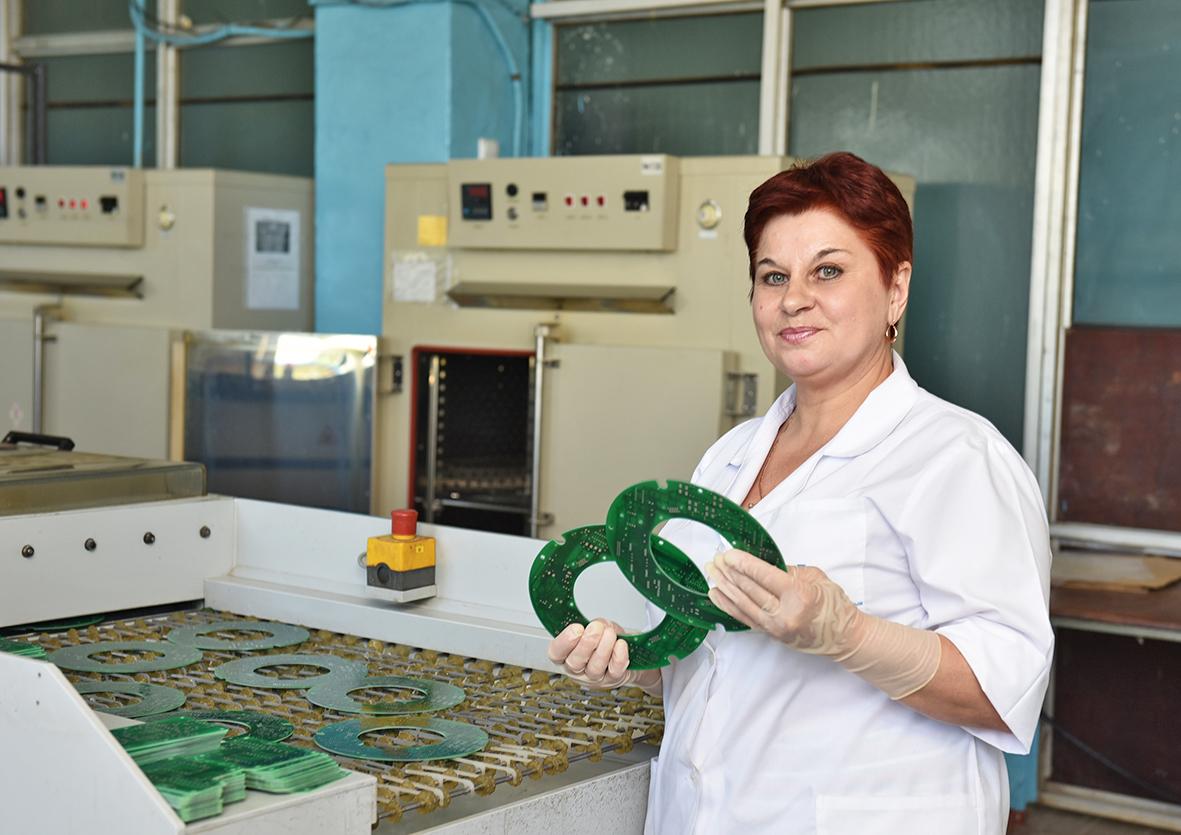 «Хозяйка промывки»: Любовь Лебедева стала одной излучших покачеству вАО «АПЗ» вмае