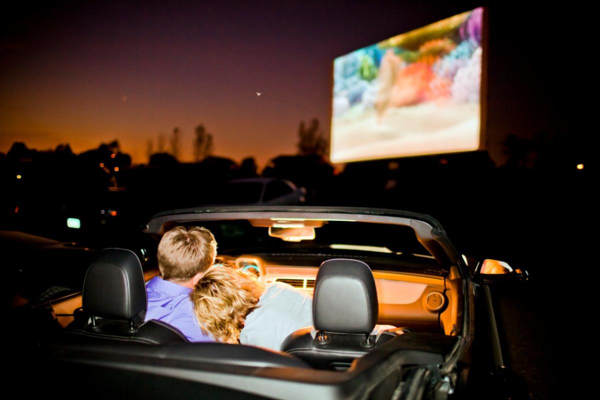 Около 2000 нижегородцев посмотрели фильмы накинопарковке
